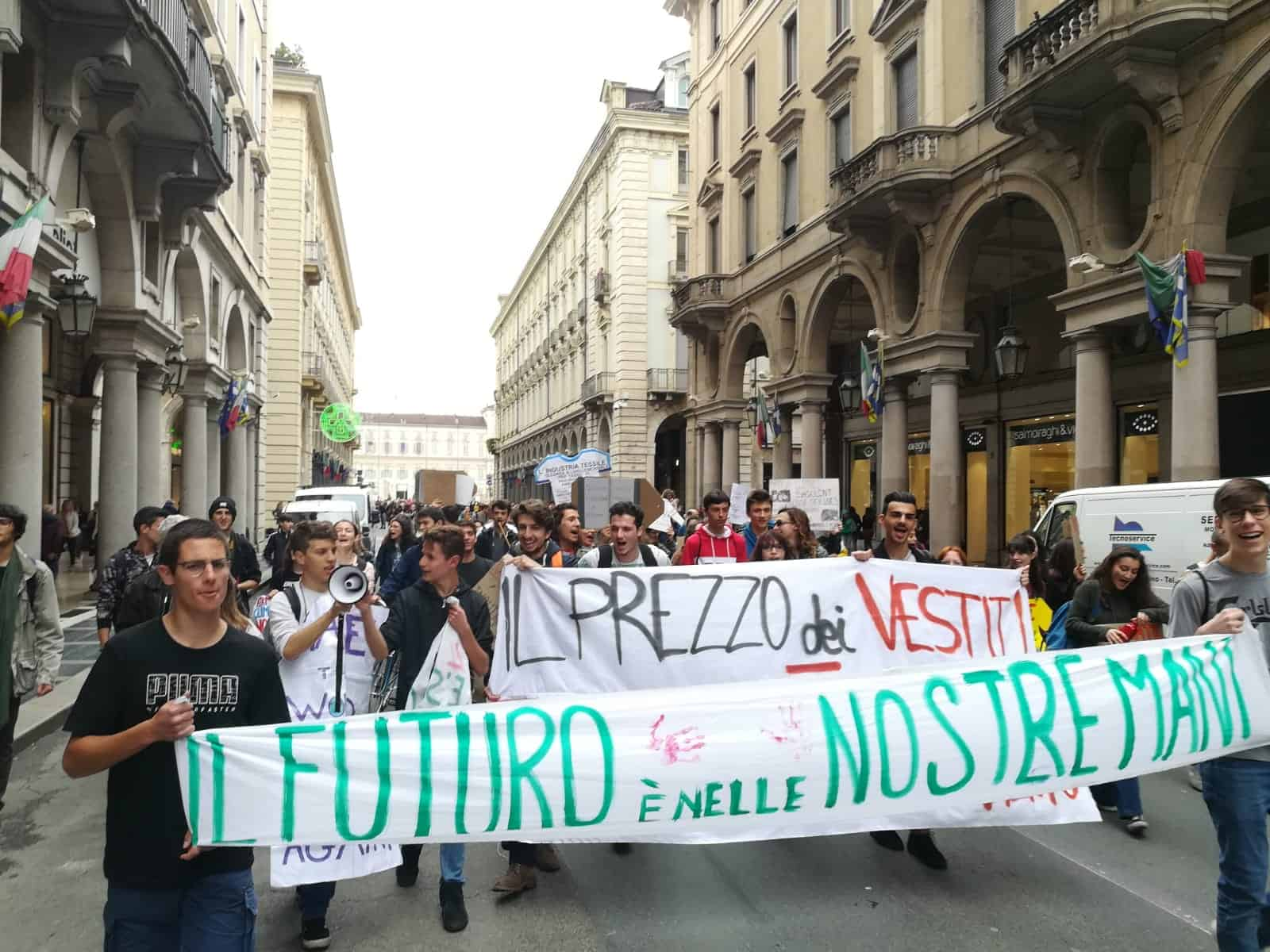 Fronte Verde in piazza a Torino con 'Frydays For Future'